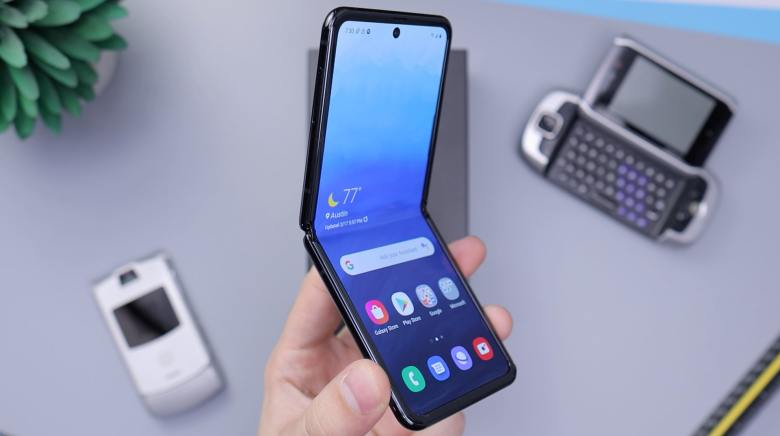 Samsung Galaxy Z Flip Daniel Romero Unsplash Header