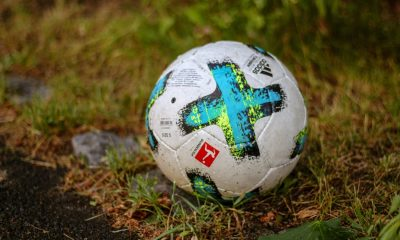 Fußball Bundesliga Derbystar Bild Manuel Hoster Head