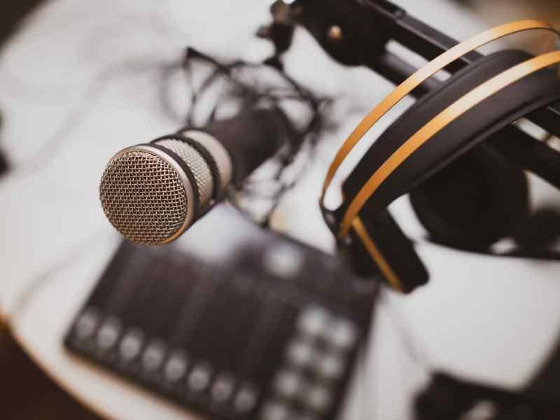 Podcast Microphone Header Jonathan Farber Gjhmip Lmg4 Unsplash