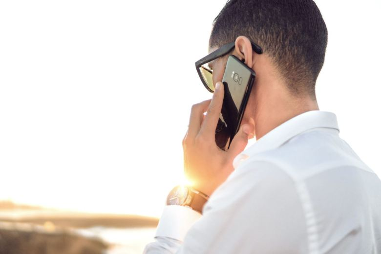 Telefon Smartphone Am Ohr