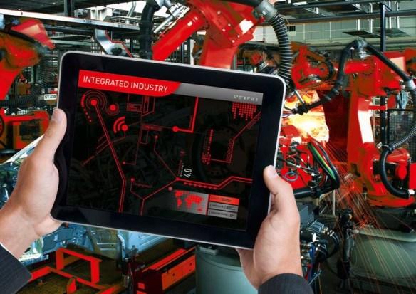iPad an Maschine: Wie die Digitalisierung die industrielle Produktion erfasst