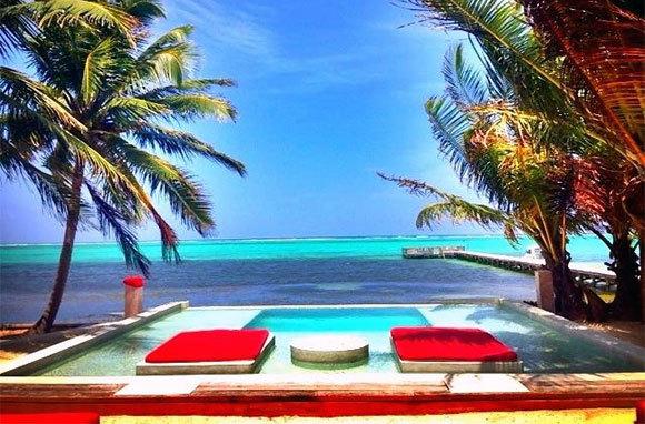 Rojo Beach Bar, Belize