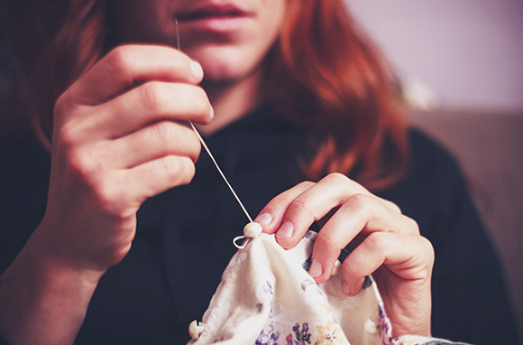 How to Use Needle and Thread