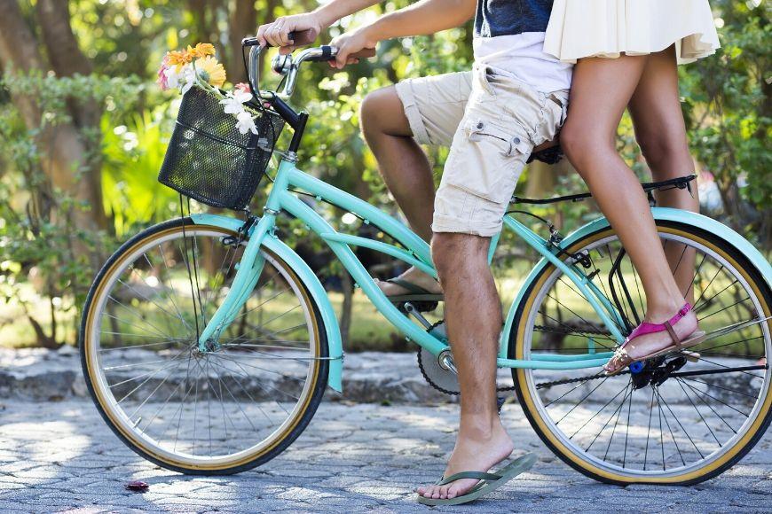 couple in flip flops on bike.