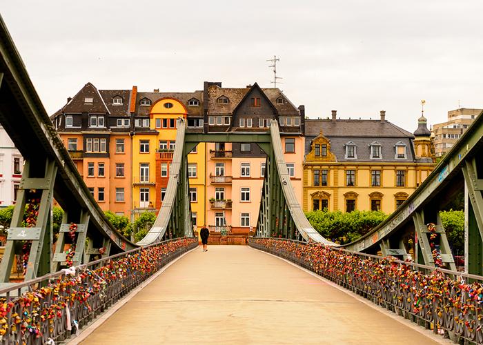 frankfurt love locks bridge