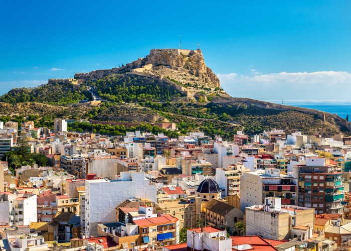 Tips for Alicante Transportation by Taxi, Train, Bus, or Airport