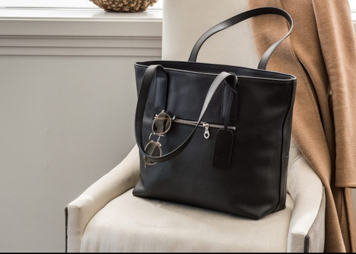 LeDaveed Everyday Tote Review: The Leather Travel Bag That Has Your Back