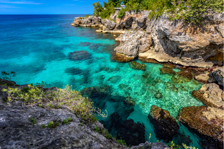 negril jamaica clear water on rocks.