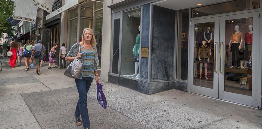 woman shopping in rittenhouse square area.