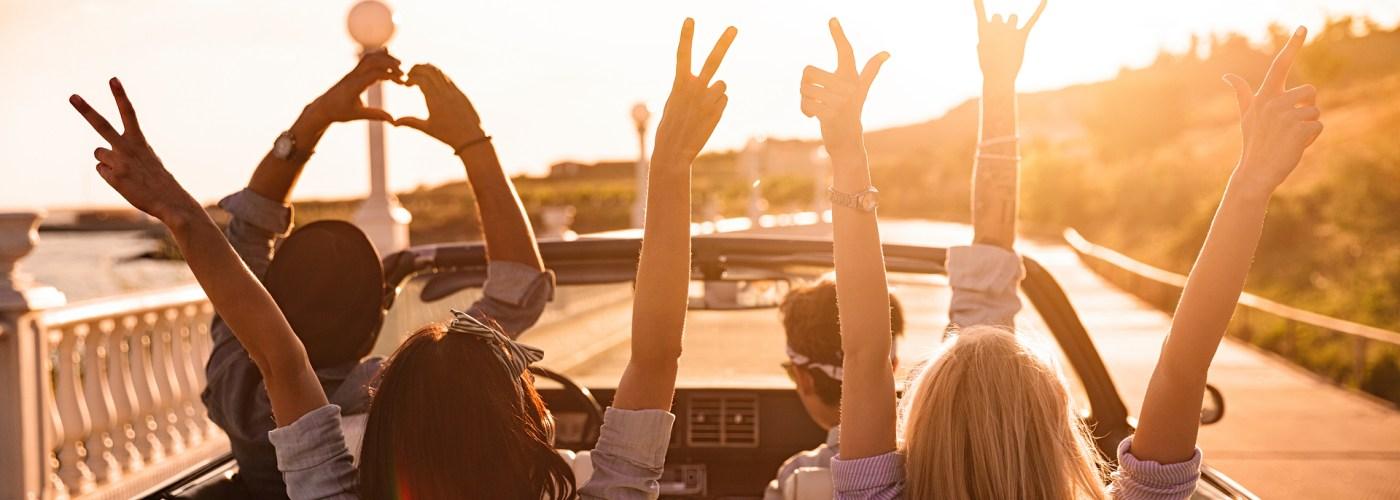 group-happy-roadtrip-sunset
