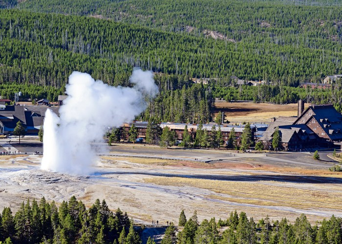 Old faithful inn geyser