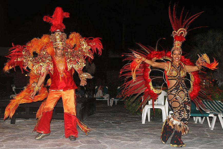 carnival performers in aruba.