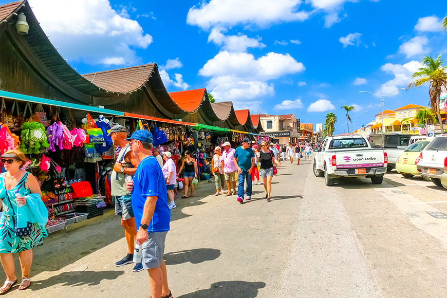 shopping in oranjestad aruba.