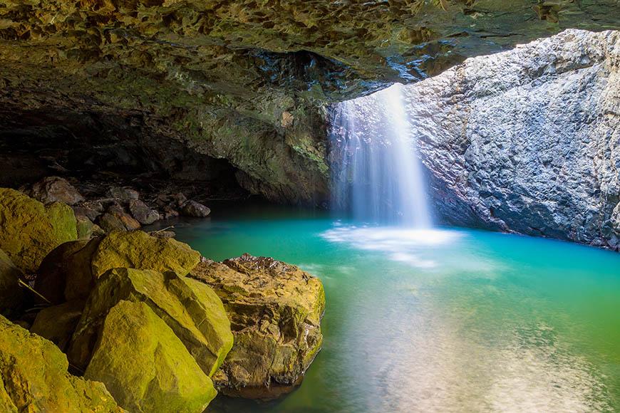 natural bridge waterfall springbrook national park.