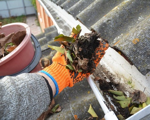 cleaning gutters kansas city