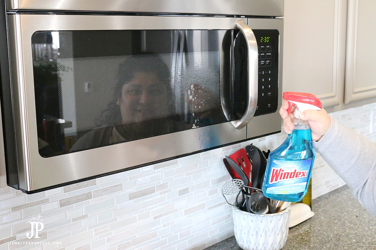 How-to-clean-microwave-with-Windex-Jenniferppriest