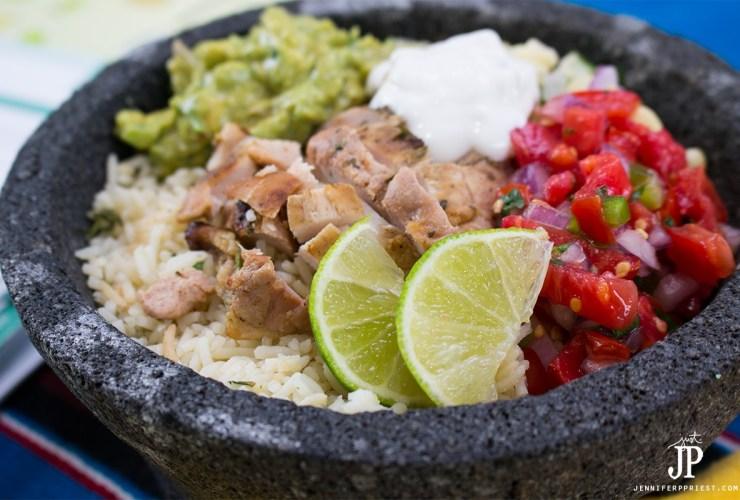 Chicken Burrito Bowl Recipe with Creamy Guacamole #PruebaElSaborDeKnorr