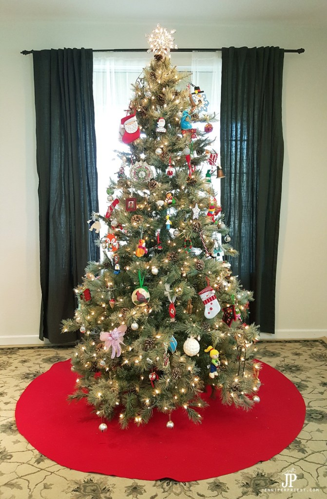 Make a GIANT no-sew Christmas tree skirt. This one is about 6 feet wide, is made from felt, and costs about $10 to make.