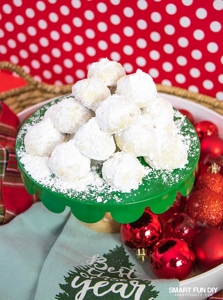 Mexican Wedding Cakes Recipe  or Russian Tea Cakes  Cookies The BEST Christmas Cookie recipe that everyone will love  Easy cookie recipe    learn why