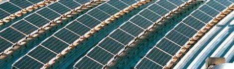 Primera planta de energía solar con sal fundida para conducir el calor