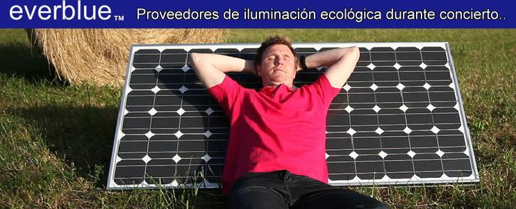 Proveedores oficiales con energía proveniente del sol, para la iluminación del lugar y el funcionamiento de los equipos utilizados en el concierto de Lucho Quequezana