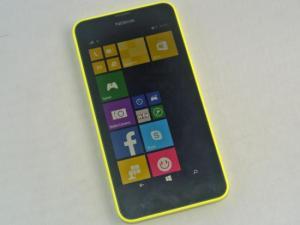 Single-SIM- und Dual-SIM-Version des Nokia Lumia 630 sehen abseits der zusätzlichen Menüpunkte für die zweite SIM-Karte identisch aus (Foto: teltarif.de)