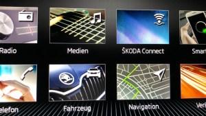 Startmenü des Car-Entertainment-Systems im Skoda Octavia