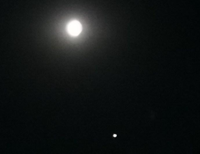 Nach Mitternacht war der Mond wieder gewohnt hell zu sehen (Foto: SmartPhoneFan.de)