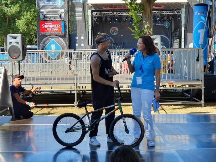 Ulla Müller im Interview mit BMX Star Chris Böhm (Foto: SmartPhoneFan.de)