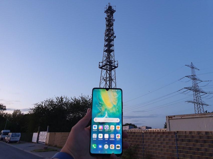Huawei Mate 20X 5G direkt am 5G-Sender in Frankfurt-Sossenheim (Foto: SmartPhoneFan.de)
