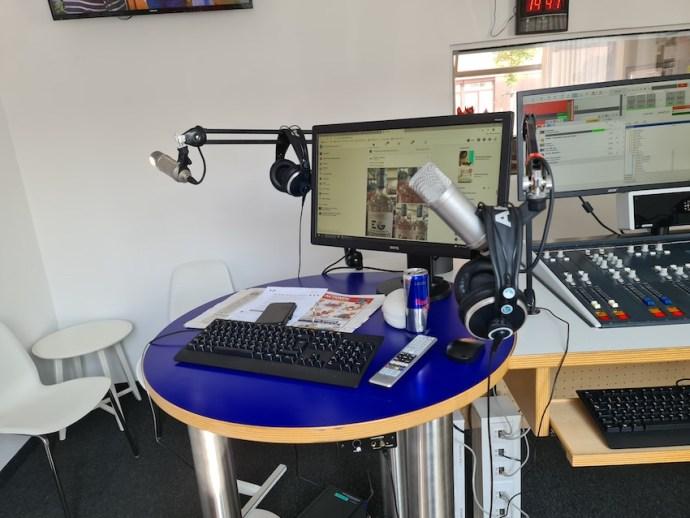 Platz für Studiogäste oder einen zweiten Moderator (Foto: SmartPhoneFan.de)