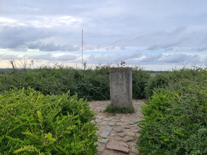 """""""Gipfel"""" des Bungsberg mit NDR-Mast im Hintergrund (Foto: SmartPhoneFan.de)"""