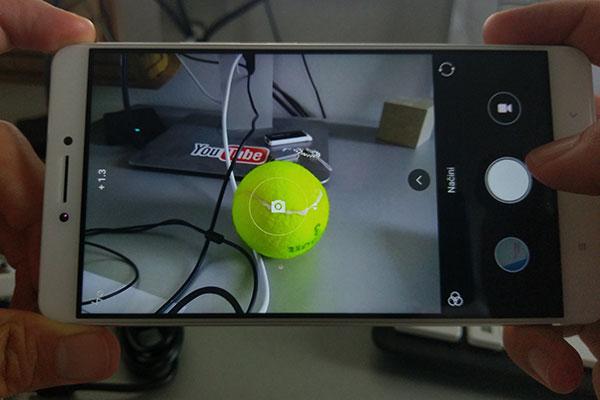 mi-max-kamera