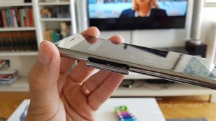 Pretinac za nano SIm i microSD