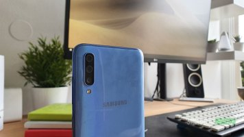 Galaxy-A70-Recenzija-dizajn-i-ergonomija-(9)