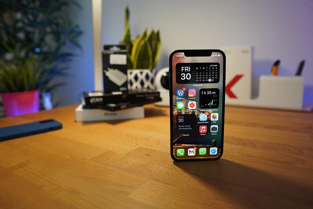 iPhone 12 Recenzija
