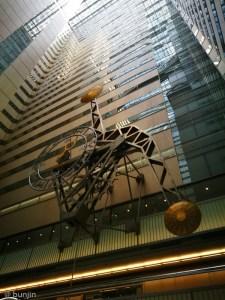 新宿NSビルの振り子時計