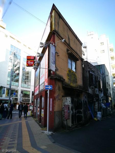 エッジの効いた建物 in 吉祥寺