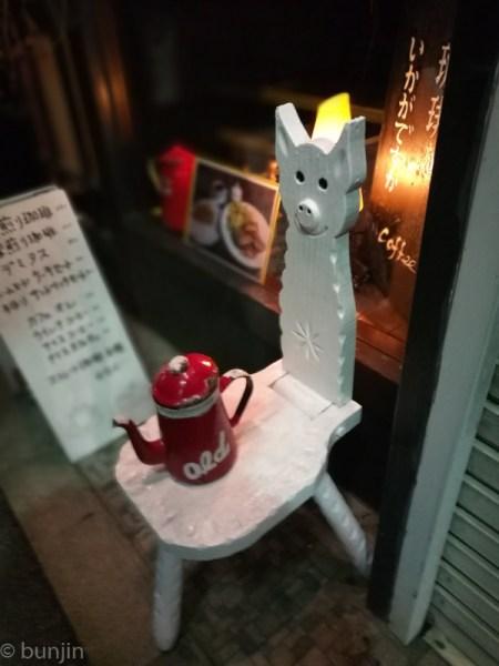 カフェのウェイター