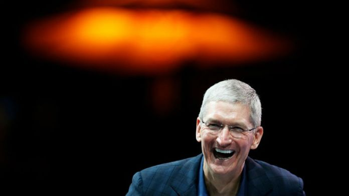 tim-cook-laughing