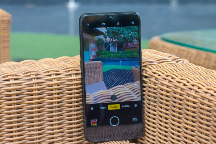 Realme 3 review with pros and cons - Should you buy it?