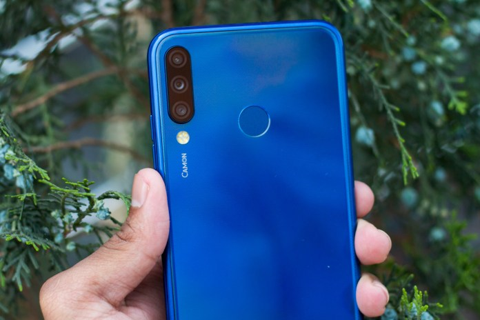 Techno-Camon-i4-review-India-with-pros-and-cons-4