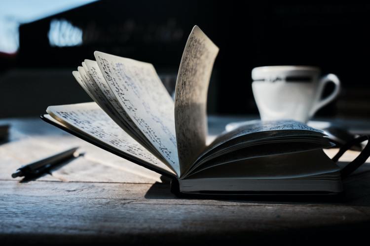Los Beneficios Psicológicos de Escribir y Llevar un Diario