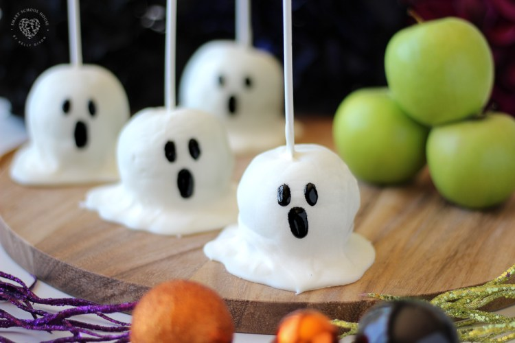 Boo! How to make perfect gourmet looking Candy Apple Ghost in a few simple steps.