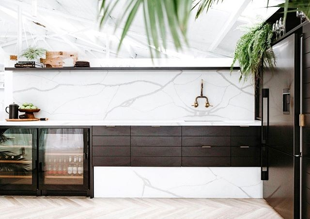 white quartz benchtop calacatta