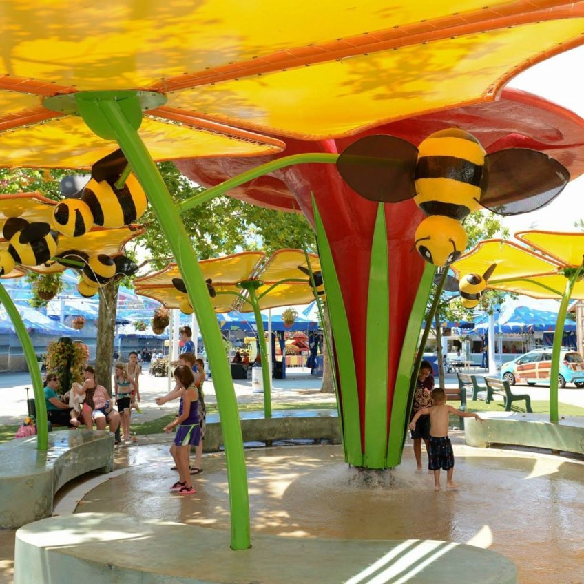 waterpark themed envirenment