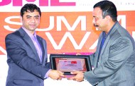 RAHUL GOSWAMI OF HPE GIVING AWAY SUPER50 AWARD TO FUTURESOFT SOLUTIONS PVT. LTD.