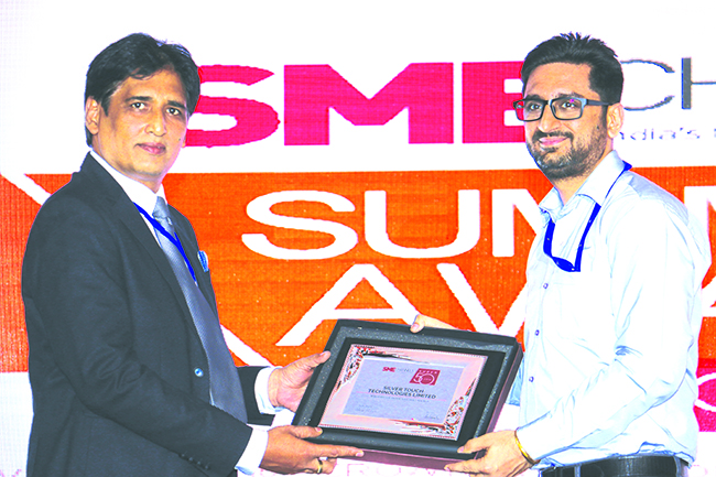 SANIB MOHAPATRA, PUBLISHER, SME CHANNELS GIVING AWAY SUPER50 AWARD TO SILVER TOUCH TECHNOLOGIES LTD.