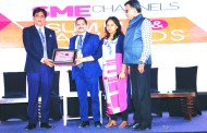 SANIB MOHAPATRA, PUBLISHER, SME CHANNELS GIVING AWAY SUPER50 AWARD TO UNEECOPS TECHNOLOGIES LTD