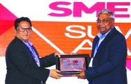 SANJAY MOHAPATRA OF SME CHANNELS GIVING AWAY SUPER50 AWARD TO SECURE NETWORK SOLUTIONS INDIA PVT LTD